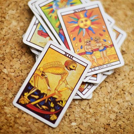 Tarot kaarten op tafel